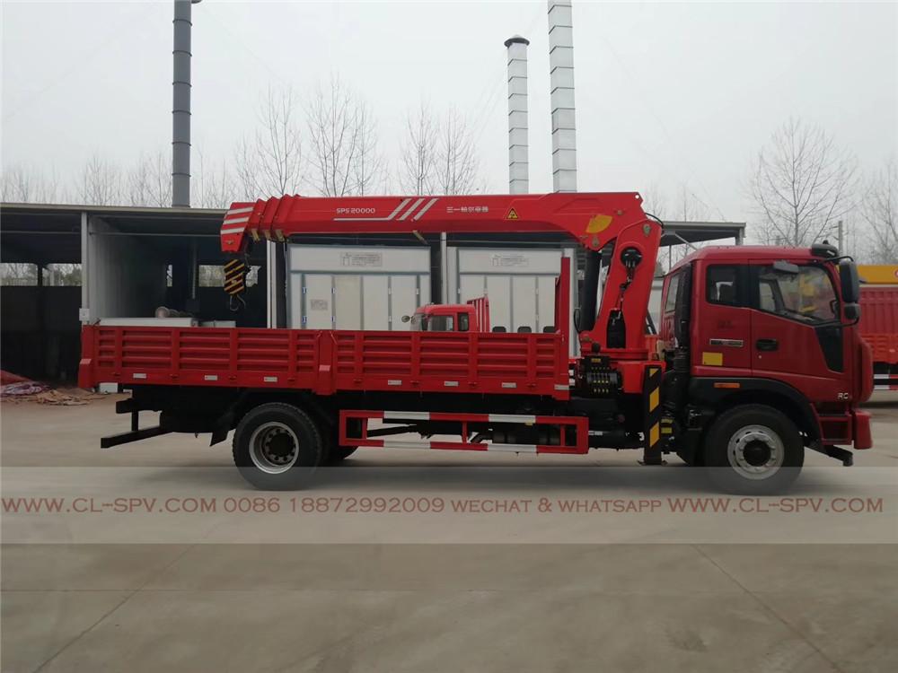 SPS 20000 grue bras droit sur le camion Foton