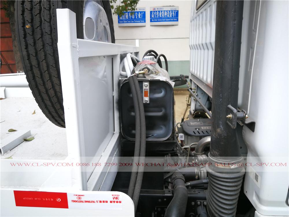 camion-citerne d'huile hydraulique sur le bras Balançoire camion à ordures