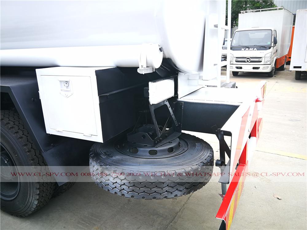 6000 liters fuel tanker truck