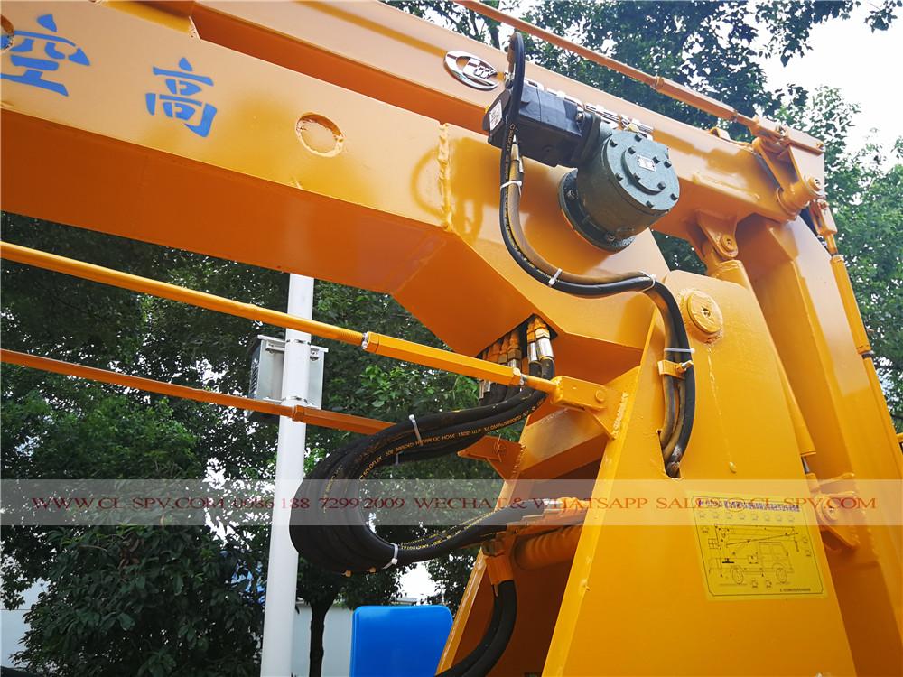 Hydraulic system on Isuzu aerial platform truck