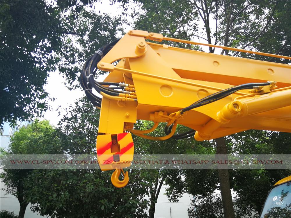 crane hook of Isuzu aerial platform truck