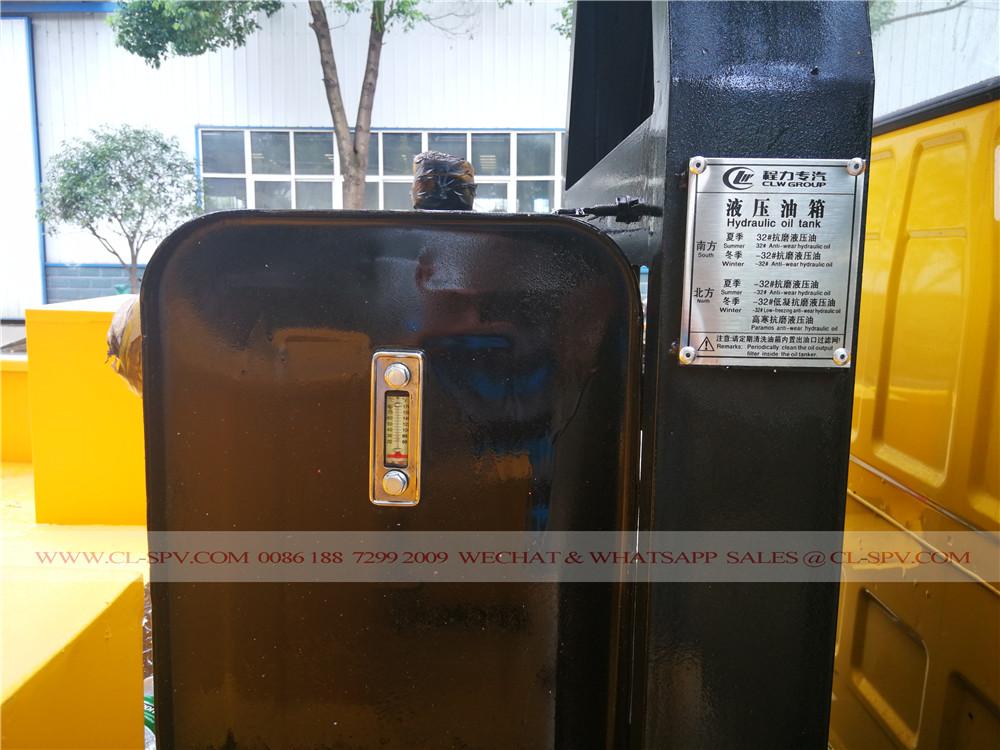 hydraulic oil tank on isuzu aerial platform truck