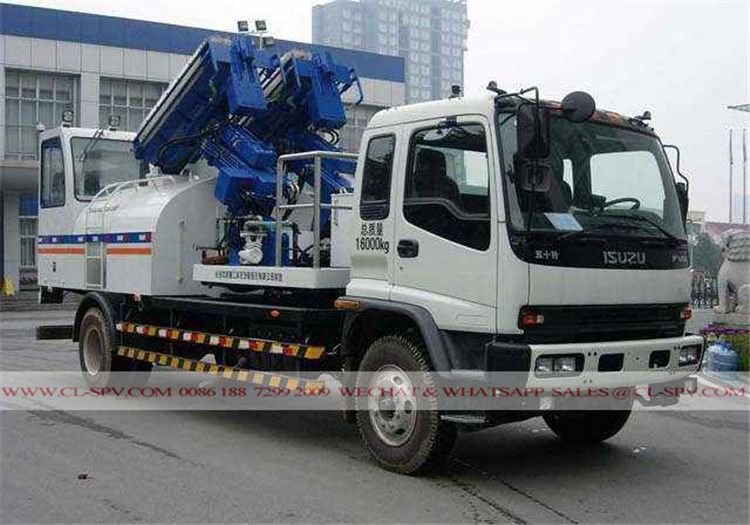 Isuzu wall cleaning vehicle