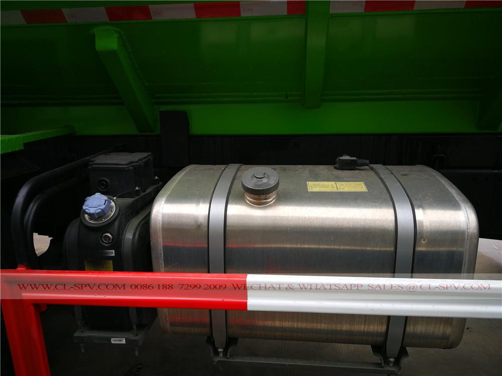 tanque de combustível no caminhão de sucção de lamas
