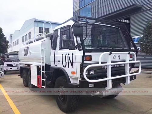 AWD camión cisterna militar