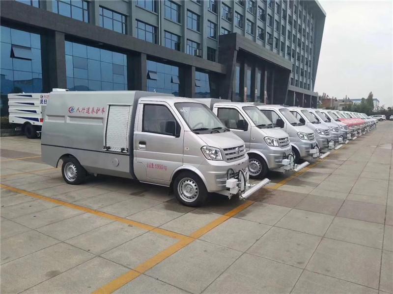 ceremonia de entrega de lotes de camiones de mantenimiento de carreteras