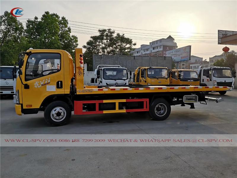 FAW wrecker truck