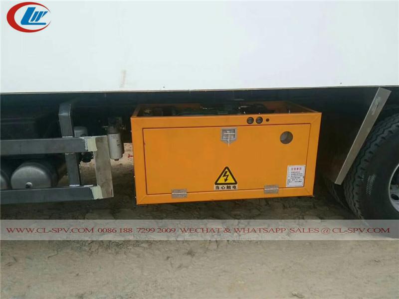 China FAW 8x4 refrigerator truck