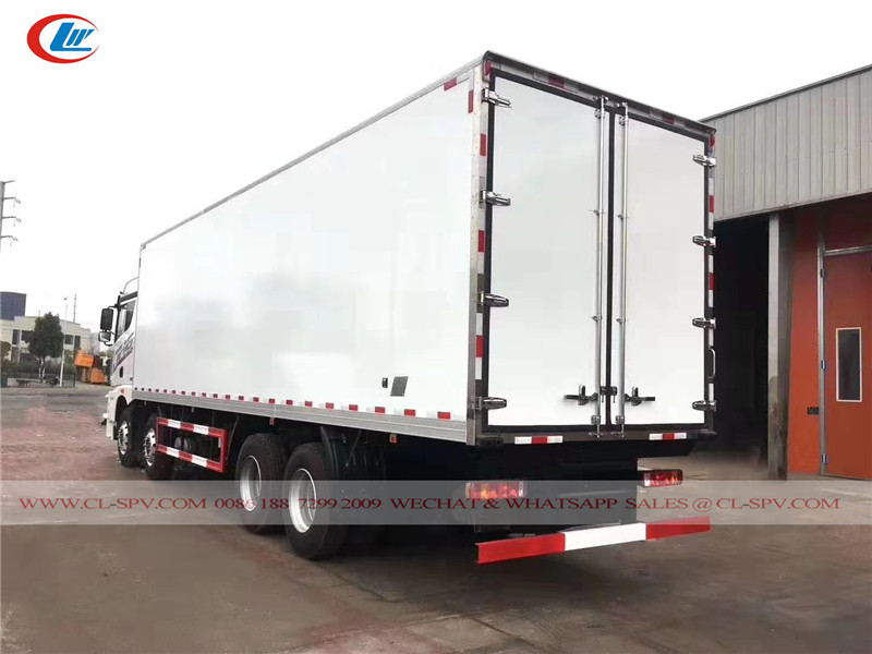 FAW 8x4 12 wheels refrigerated truck factory