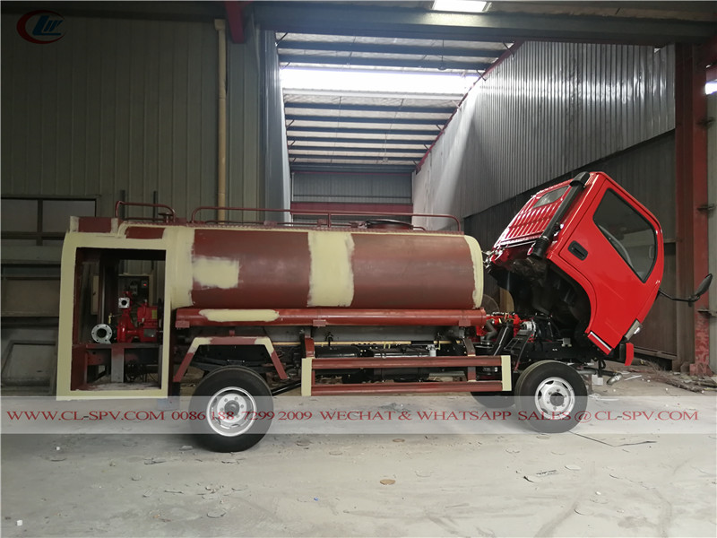 Dongfeng 4x4 AWD all wheel drive water fire fighting truck in painting room