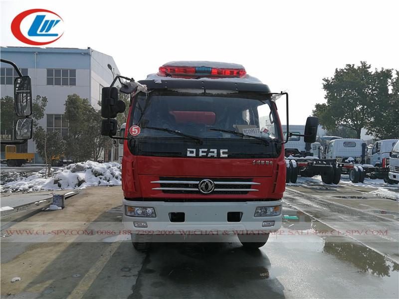 Dongfeng doble fila 4 puertas de camiones de bomberos de agua