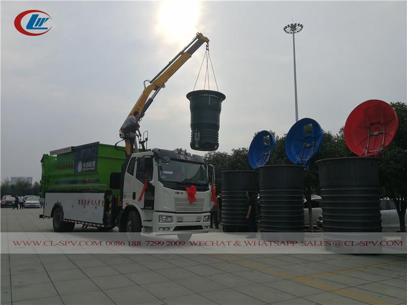 городской мусорный бак - a new deep buried garbage barrels