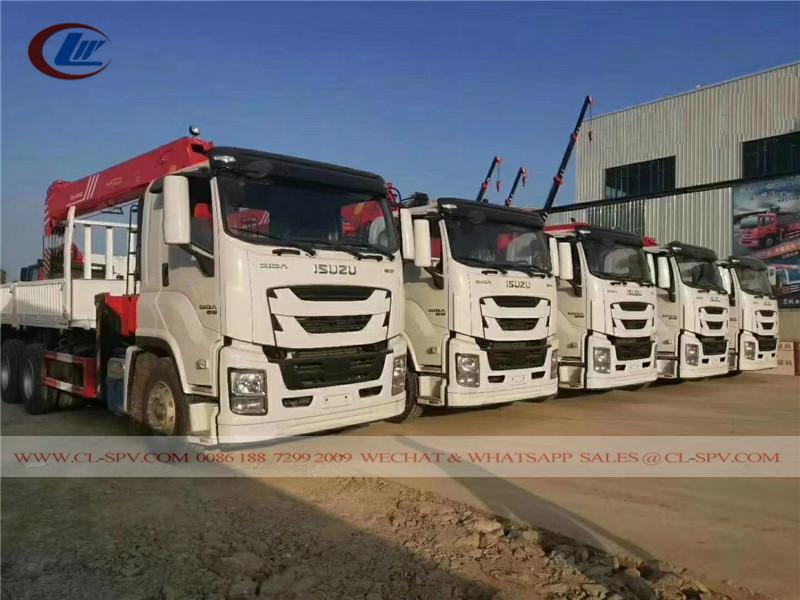 Caminhão Isuzu com guindaste SANY