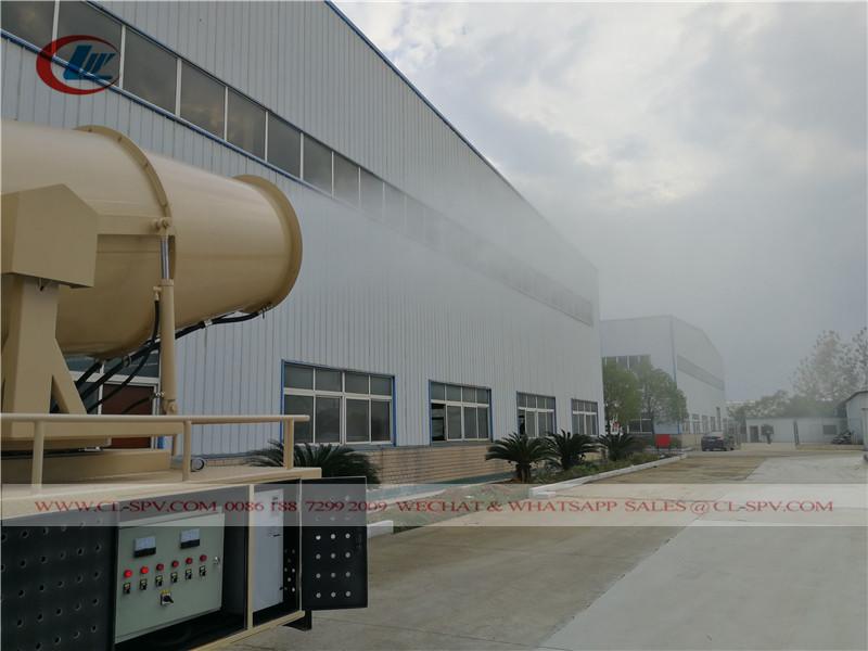 Camion de pulvérisation de pesticides Shacman