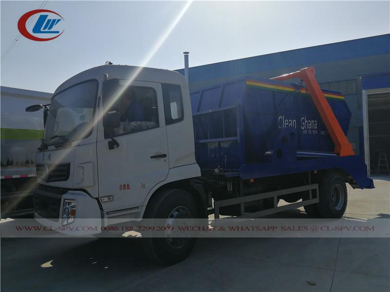 Camion poubelle à bras oscillant Dongfeng au Ghana