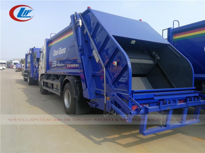 東風ゴミ圧縮機トラックの背面図