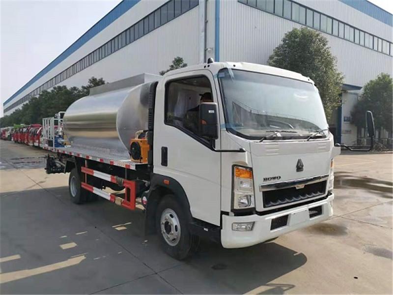 howo 5000 litres de camion pulvérisateur de bitume