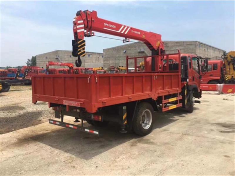 Sinotruk Truck-mounted Crane Configuration
