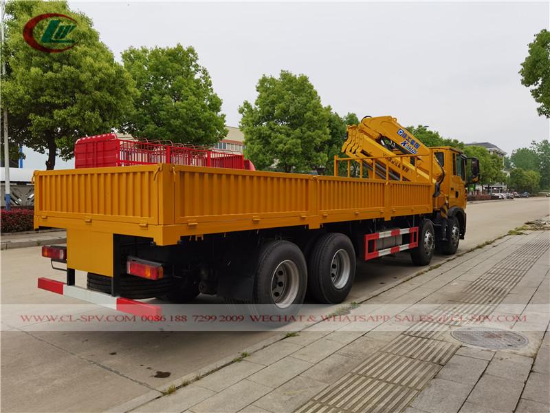 HOWO T5G 8x4 شاحنة محمولة xcmg 10tons رافعة