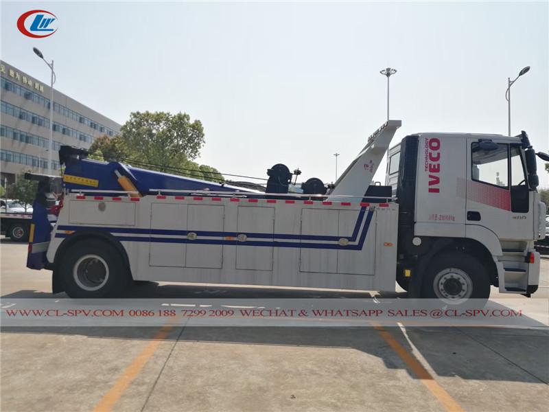 Hongyan tow truck
