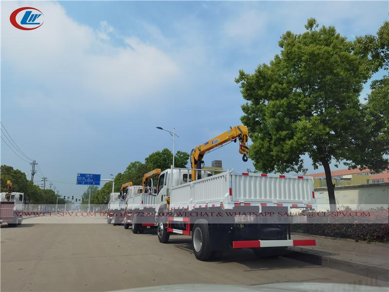 شاحنة ساينو تراك هووا 4wd مع رافعة xcmg