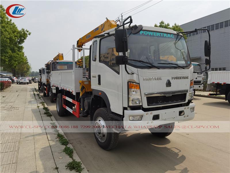 Sinotruk Howo 4wd truck with xcmg crane