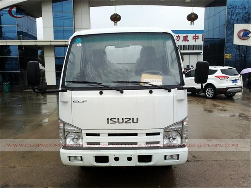 caminhão de água Isuzu