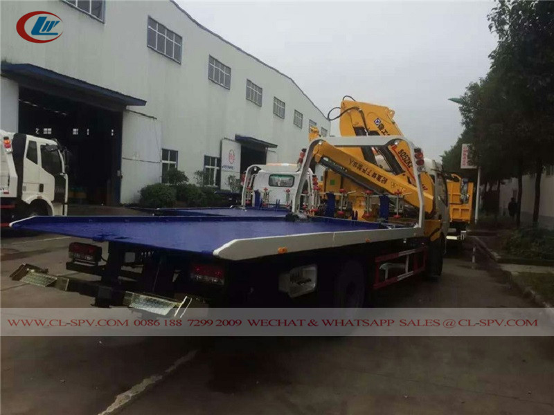 Dongfeng tow truck with crane